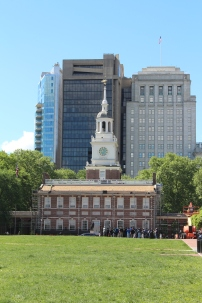 Independence Hall as it stands today. Our luck, they are doing extensive restoration work on a lot of these historical places so we have to put up with construction equipment. Lots of school tours going on right now as well...