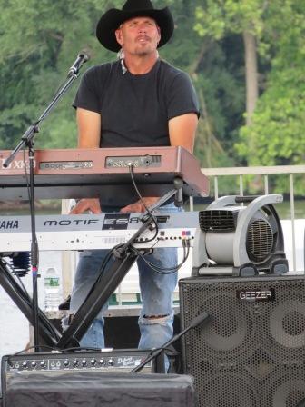 Keyboards, Dave Robbins.