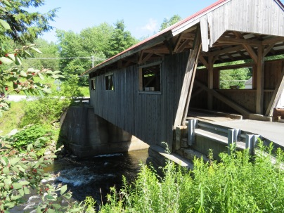 I never got a name for this bridge. Just another in a long list of covered bridges in these here parts.
